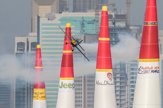 francis-barros-piloto-voando-red-bull-air-race