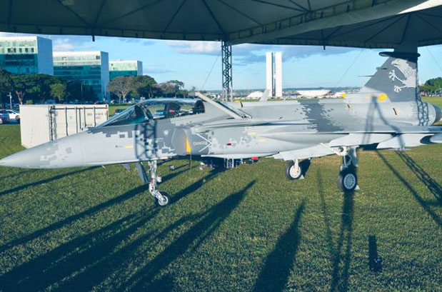 hangar-33-no-domingo-aereo-estande-exibicao-do-gripen-ng
