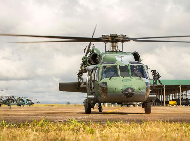 primeira-vez-o-helicoptero-black-hawk-da-fab-e-pilotado-por-mulheres-2