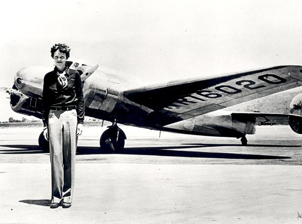 hangar-33-amelia-earhart-1