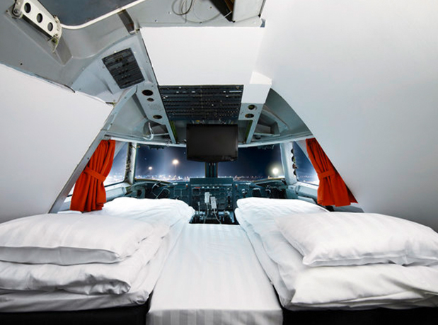 hangar-33-winvians-helicopter-cottage-1
