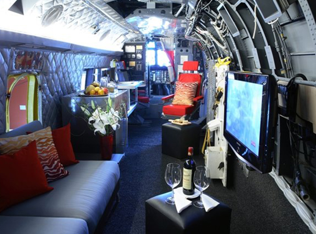 hangar-33-winvians-helicopter-cottage-2