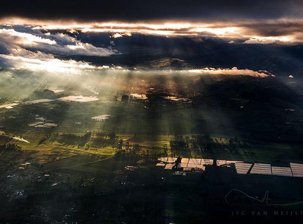 raios-do-sol-iluminam-os-campos-do-equador-por-christiaan-van-heijst
