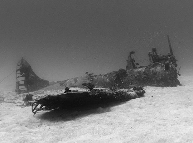 oceano-pacifico-guarda-cemiterio-de-avioes-da-segunda-guerra-mundial